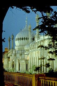 Brighton Pavilion at dusk